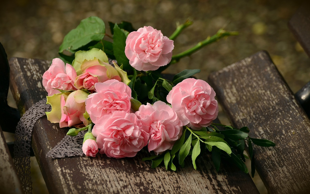 Image - bouquet cloves roses romantic